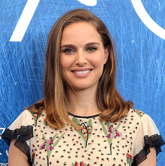Natalie Portman turned heads with her sleek blow dry shoulder-length hairstyle, paired with pale pink lips and bold winged eyeliner for ultimate daytime glamour. 