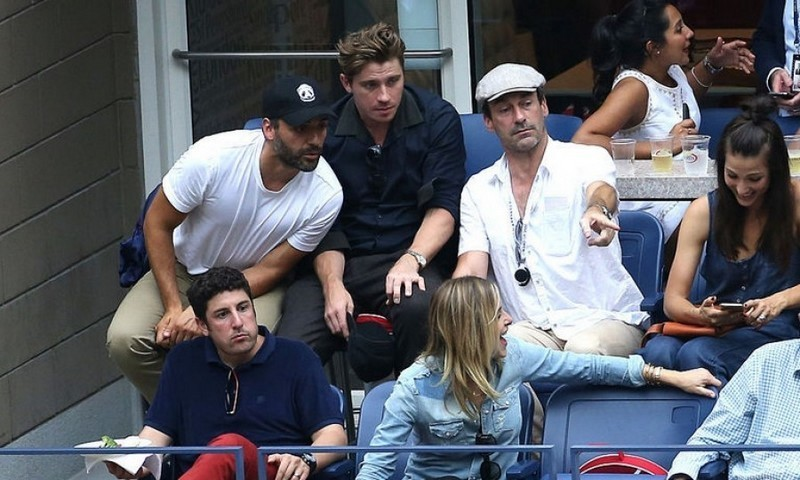 Oscar Isaac, Garrett Hedlund, Jon Hamm, Jason Biggs and Jenny Mollen caught up while watching the men's semifinals from the Emirates Suite.