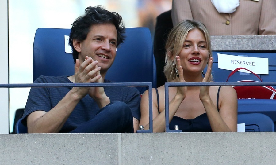 Sienna Miller and Bennett Miller were all smiles and claps during the men's final. 