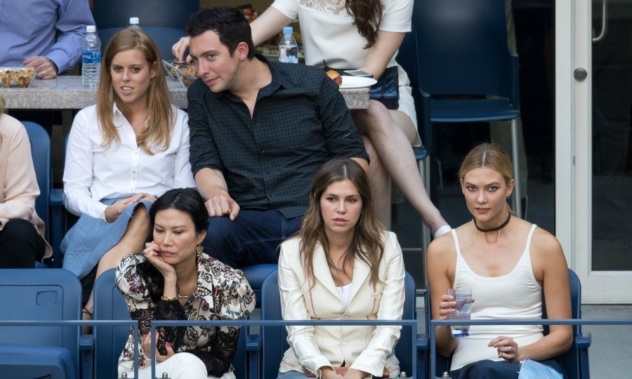 Princess Beatrice and Karlie Kloss brought a little bit of royal and a lot of style to the men's final match. 