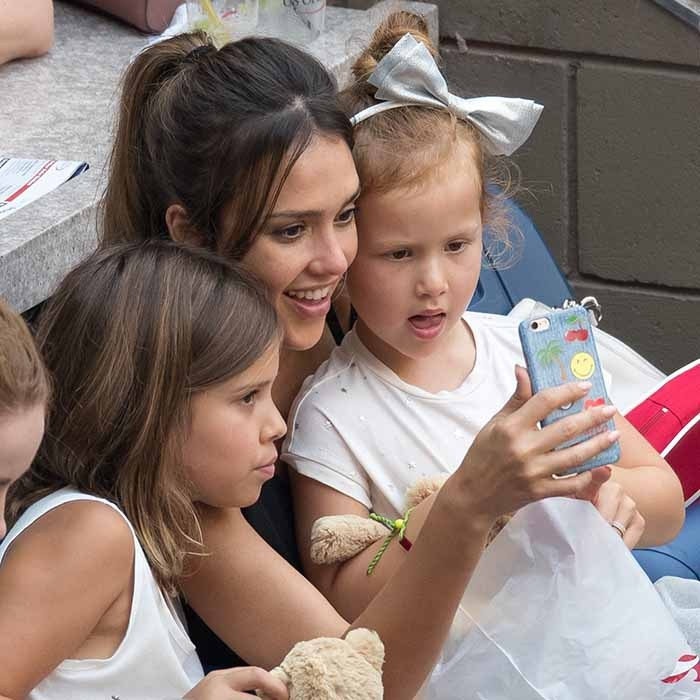 Jessica Alba and her adorable daughters Honor and Haven posed for selfies in-between sets at the US Open. 