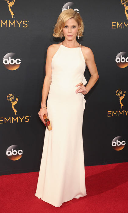 Julie Bowen in Lela Rose. 