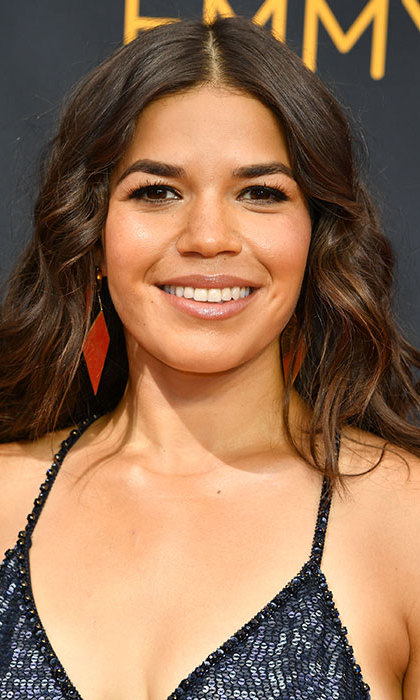 America Ferrera turned heads with her boho chic tousled wavy hair, complemented with a hint of eyeliner and a dewy complexion for a fresh-faced finish. 