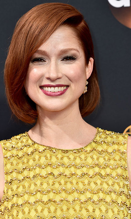 Ellie Kemper gave us major short-hair envy with her sleek bob swept into a dramatic side parting, paired with berry-hued lipstick and a smokey eye. 