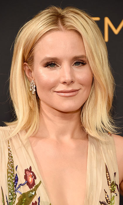 Kristen Bell mastered the transition from summer to autumn with gorgeous nude lipstick and shimmering eyeshadow, all with neutral undertones for a subtle yet striking look. 