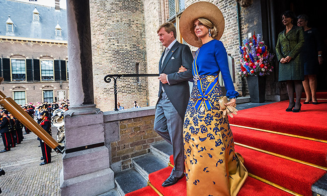 Queen Máxima resurfaced a favourite wide-brimmed hat for the Sept. 20 state opening of the parliament in the Netherlands, looking stunning in gold and royal blue as she and King Willem-Alexander returned to their golden carriage.