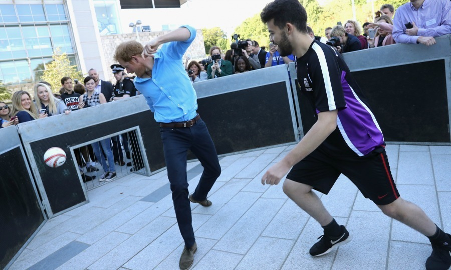 Harry enjoyed a quick kickabout with a student while learning about the Streetsport initiative at the Robert Gordon University in Aberdeen. 
