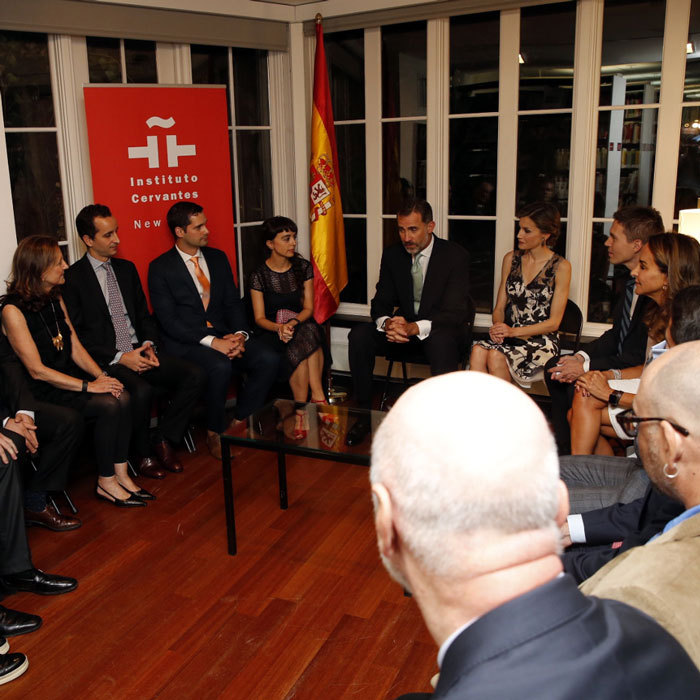 Felipe and Letizia met with Spanish residents in New York City who are connected to the research, academic, artistic, cultural and social sectors.