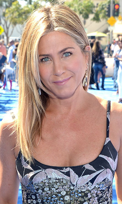 Jennifer Aniston dazzled fans at the <em>Storks</em> premiere with her sleek and straight hairstyle and radiant complexion. 