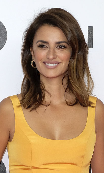 Penelope Cruz was as radiant as ever for a premiere in Madrid, where she wore her hair in a voluminous blow-dry and showed off her natural beauty by opting for minimal makeup.