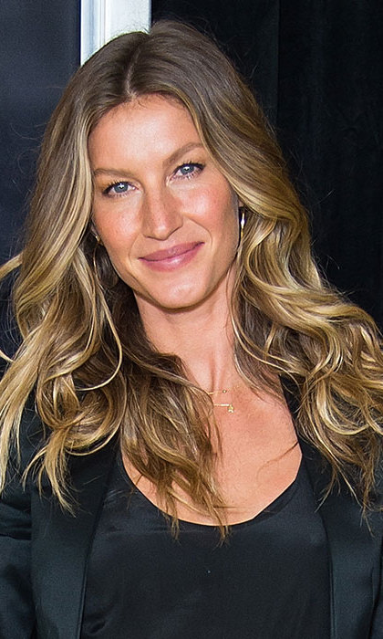 Gisele Bundchen showed off her supermodel credentials with her cascading curly hair, voluminous lashes and nude pink lips. 