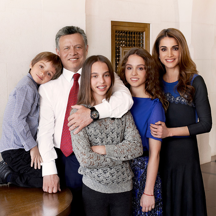 <p>To mark the king and queen's 20th wedding anniversary in 2013, the family, minus Prince Hussein, posed for an official portrait.