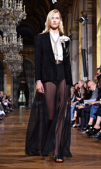 Work it! Supermodel Karlie Kloss took to the runway to close the Lanvin Womenswear Spring/Summer 2017 collection in Paris.