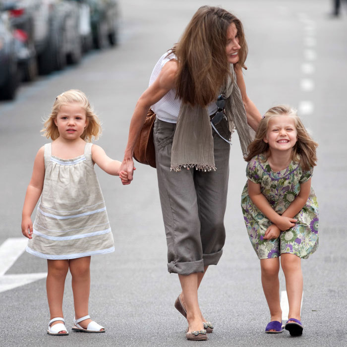 Mommy-daughter(s) date! The princesses strolled the streets of Palma with mom Letizia during the 2010 Copa Del Rey regatta.