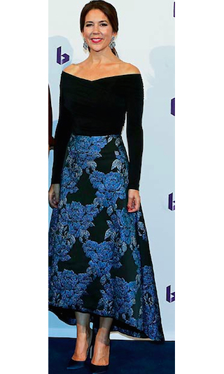 Mary wowed on a visit to the music theatre in Holstebro, Denmark in a stylish jacquard print skirt and off-the-shoulder top.