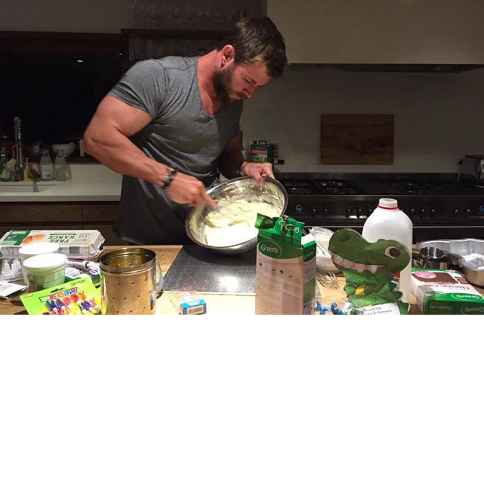 Talk about a super-dad! <em>Thor</em> actor Chris Hemsworth whipped up a chocolate T-Rex birthday cake for his daughter India after a bakery didn't have time to make her one.