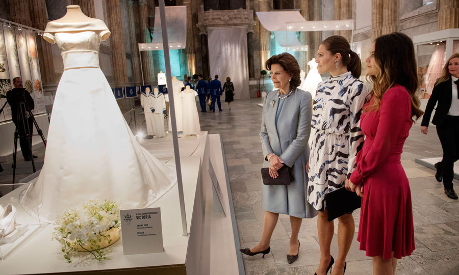 The royal ladies admired Victoria's wedding gown from her 2010 nuptials to Prince Daniel.