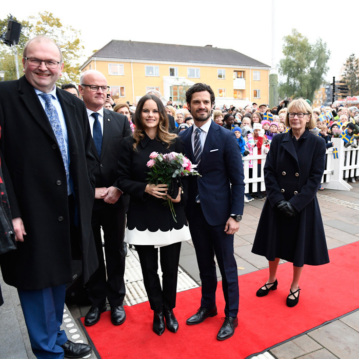 Mayor Dag Rogne welcomed Sofia and Carl to the town hall where they were treated to music by the Saffle-Opera.