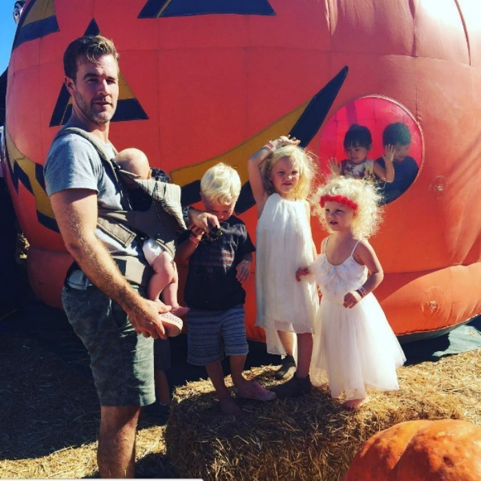 James Van Der Beek had his hands full at the pumpkin patch!