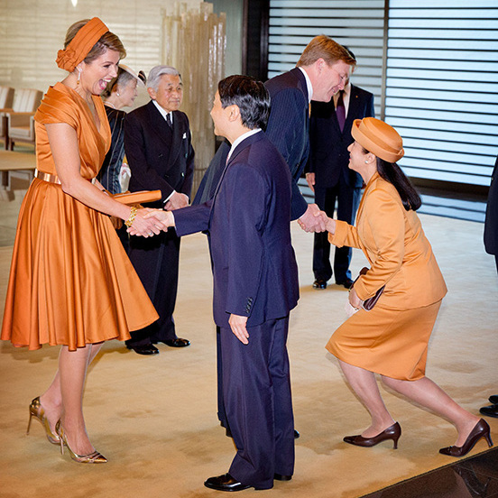 The Emperor's son Crown Prince Naruhitu and daughter-in-law Princess Masako greeted the equally stylish Dutch Royals in October 2014.