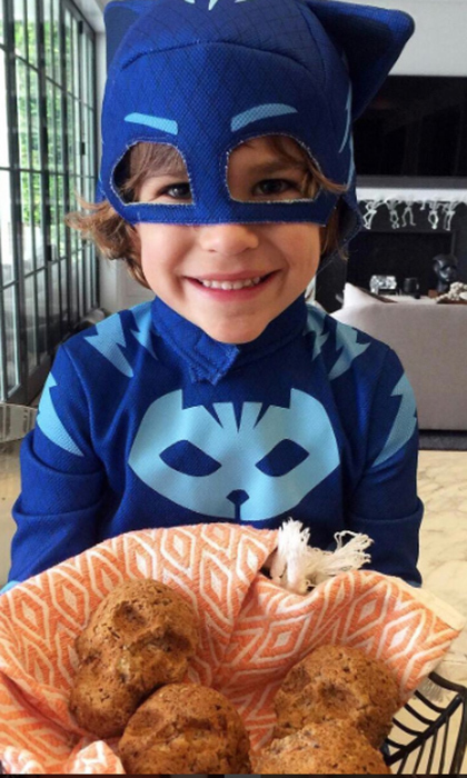 Molly Sims got into the Halloween spirit with help from superhero son Brooks by making skull-shaped banana bread snacks.