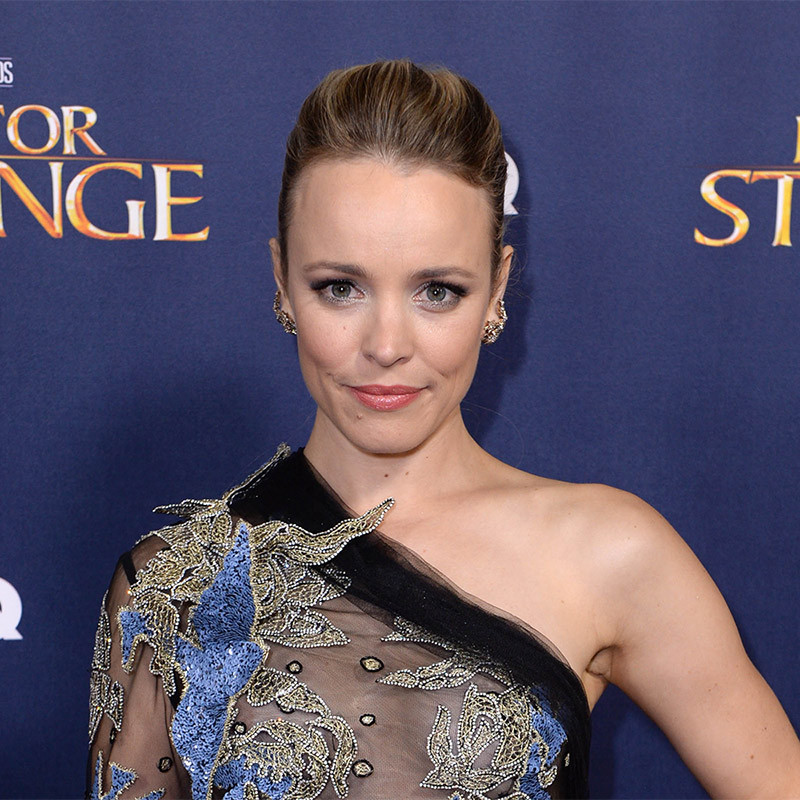 Rachel McAdams highlighted her killer cheekbones with a subtle peach blusher and winged eyeliner for the <em>Doctor Strange</em> premiere. Her look was enhanced by her chic updo.