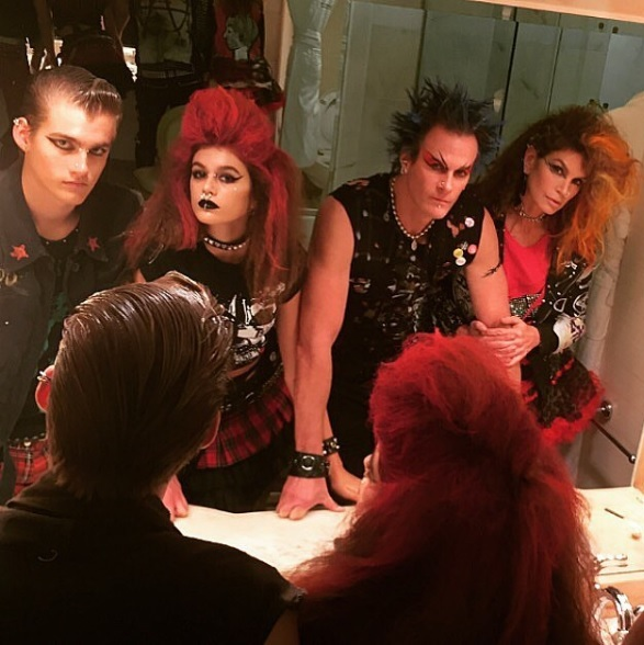 Cindy Crawford and her family dressed as punks.