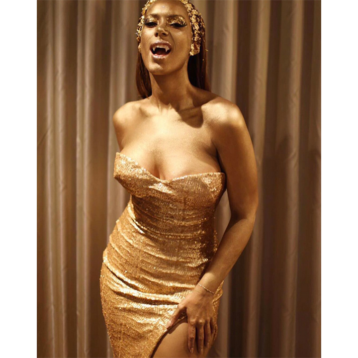 "Singer Leona Lewis was ""all gold everything.""