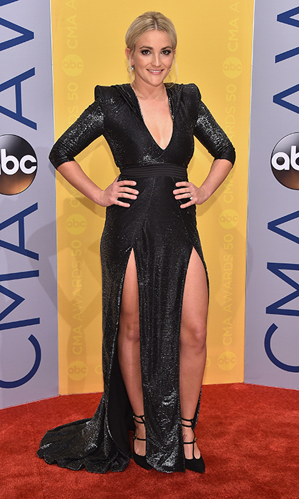 Jamie Lynn Spears showed a lot of leg in an iridescent black gown with double thigh splits.