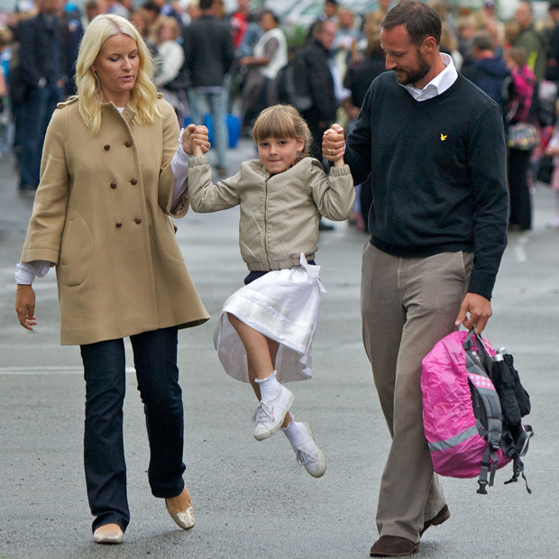 Princess Ingrid skipped her way to her first day of school at Janslokka Skole in 2010. 