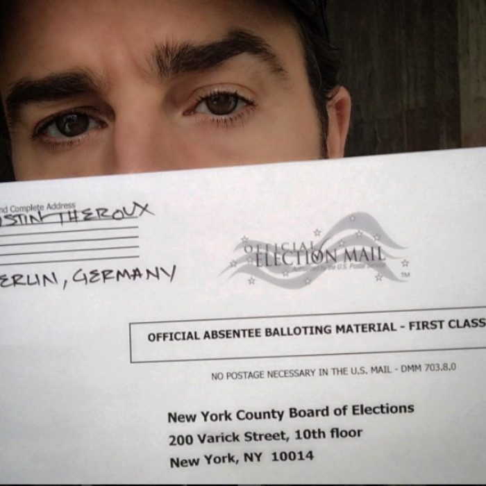 All the way from Germany, Justin Theroux rocked the absentee vote. 