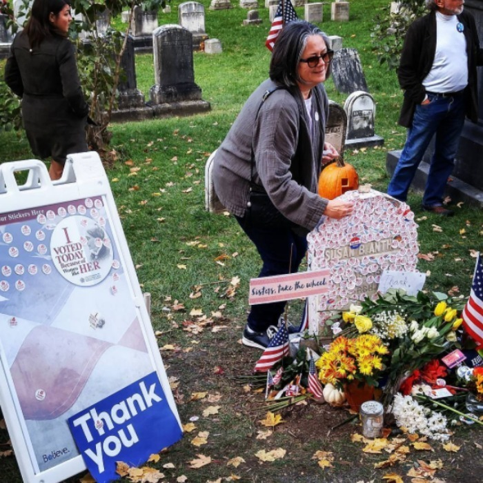 <h2>Voters pay tribute to Susan B. Anthony</h2>