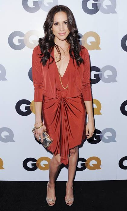 A hint of 1970s style with a maroon jersey knit dress and gold jewelry. 