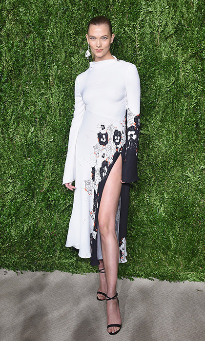 Karlie Kloss rocked a thigh-high slit in this white and floral embroidered Prabal Gurung dress at the CFDA Vogue Fashion Fund dinner in New York.