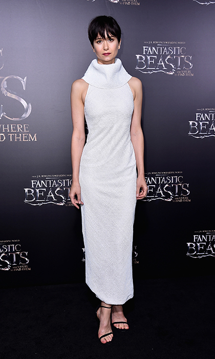 Actress Katherine Waterston looked effortlessly chic in this fitted white sleeveless Ulyana Sergeenko Couture dress with a high neckline at the New York premiere of <em> Fantastic Beasts And Where to Find Them</em>. <p>Photo: © Getty Images</p>