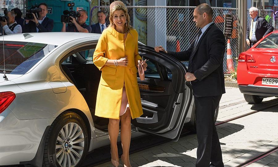 Queen Máxima looked chic and cheerful in a vibrant yellow coat.