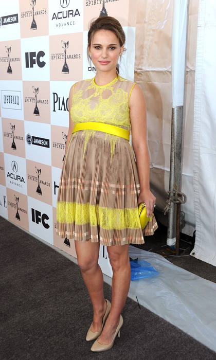 In Santa Monica for the 2011 Independent Spirit Awards, Natalie looked positively beachy in a sandy-hued pleated Givenchy dress with punchy yellow accents.  