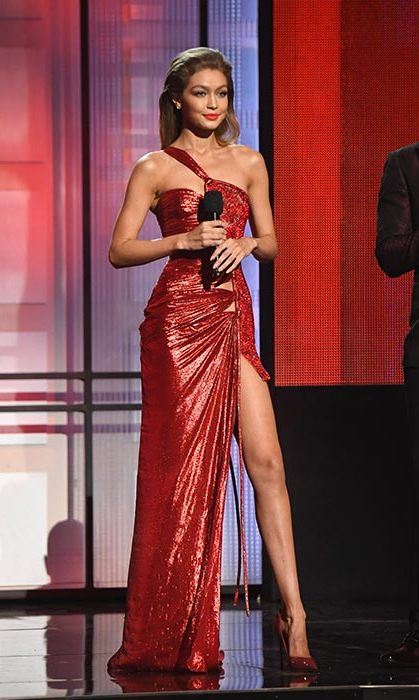 The model was criticized for the impression, which she did while presenting the AMAs.
