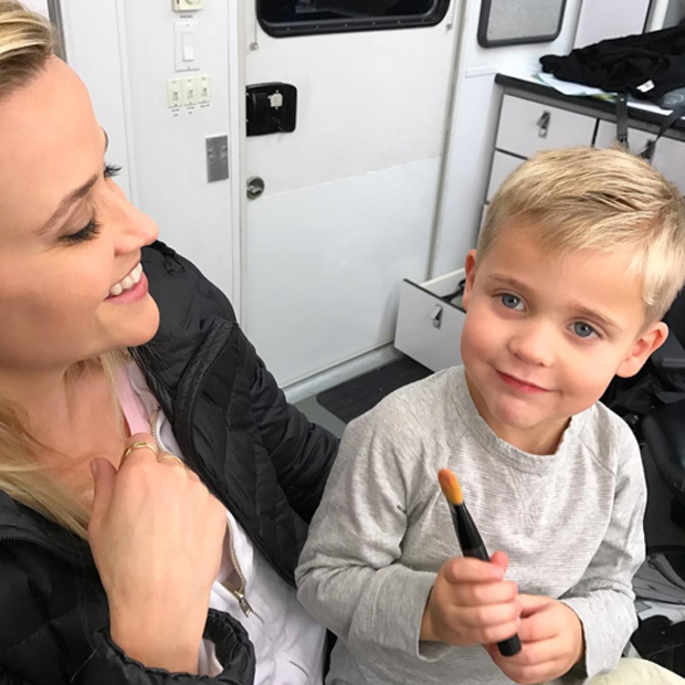 Reese Witherspoon got ready on the set of her upcoming film <em>Home Again</em> with a little help from her four-year-old son Tennessee.