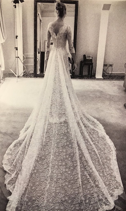 She showed off her stunning Giorgio Armani Privé wedding dress.<br>Photo: &copy; Twitter