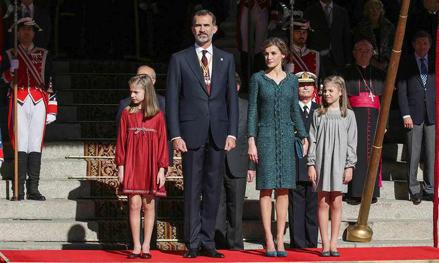 The Spanish Royals &mdash; King Felipe, Queen Letizia and their young daughters – proved that style runs in the family at the opening of Parliament in Madrid on November 17.<br>Photo: &copy; Gtres Online