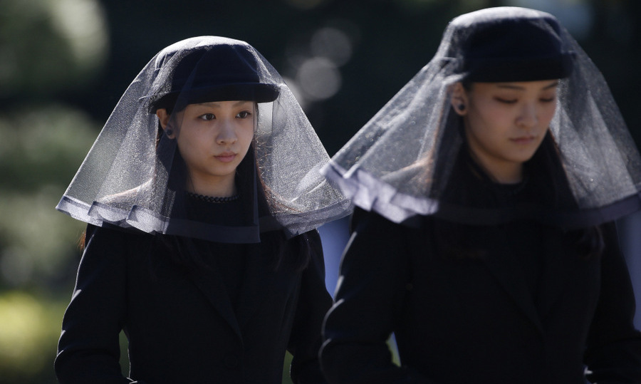 Emperor Akihito's eldest grandchild, 25-year-old Princess Mako, right, and her sister Princess Kako, 21, attended Prince Mikasa's funeral at the Toshimagaoka cemetery in Tokyo.<br>Photo: &copy; Getty Images