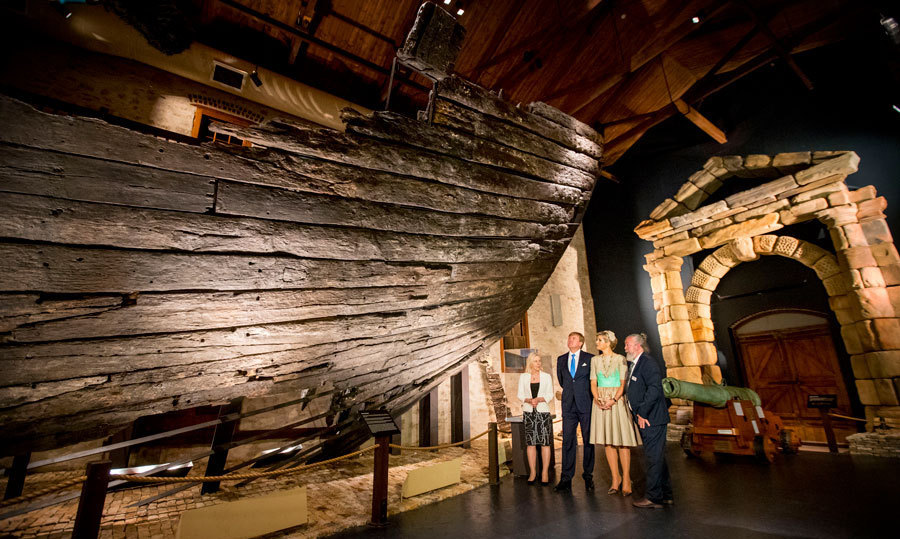 "Queen Maxima and her husband toured the Western Australian Maritime Museum, where they opened the exhibition ""Travellers and Trader.""<br>Photo: &copy; PA"