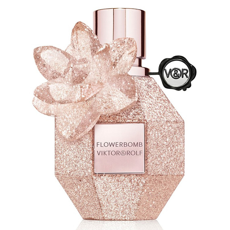 This iconic blend or rose, freesia and patchouli get a holiday refresh with a limited-edition gold crystallized flacon. 