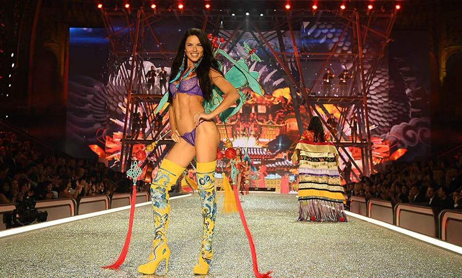 Adriana Lima wore memorable yellow over-the-knee boots with purple lingerie.<br>Photo: &copy; Getty Images