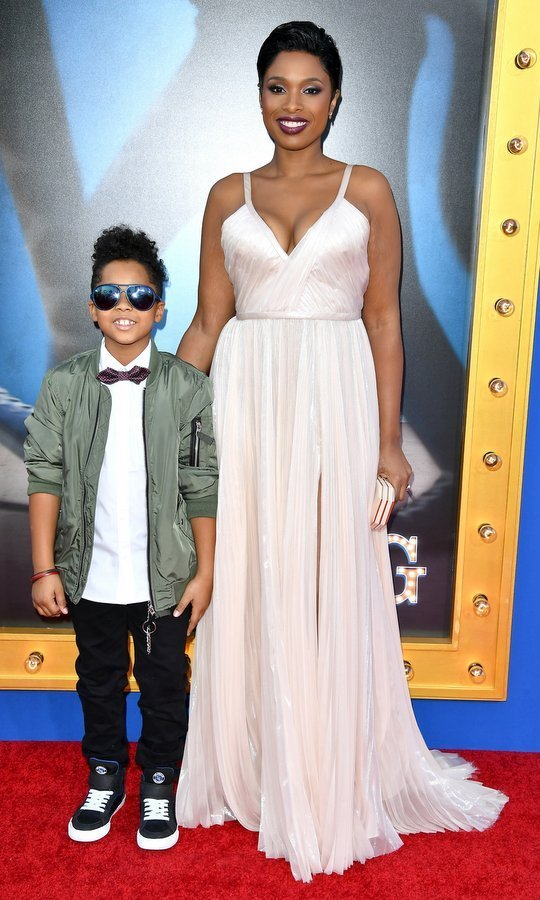 Jennifer Hudson brought her little boy David as her date.