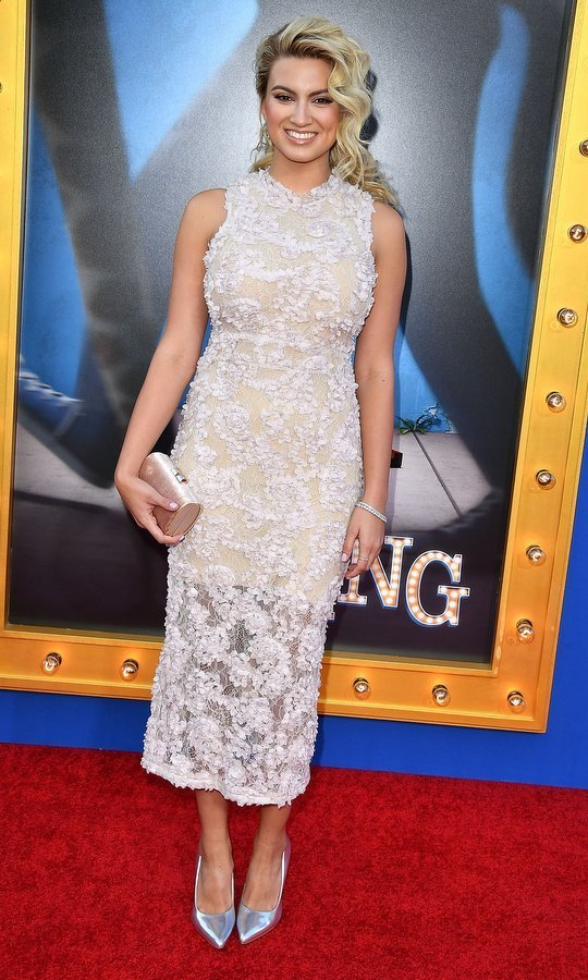 Tori Kelly was lovely in lace for the debut of <em>Sing</em>. 