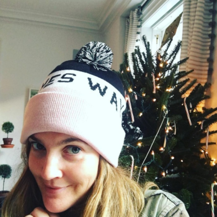 Drew Barrymore added a little rosé to her pre-Christmas festivities as she prepared for the holiday season by snapping a selfie with her Christmas tree. 