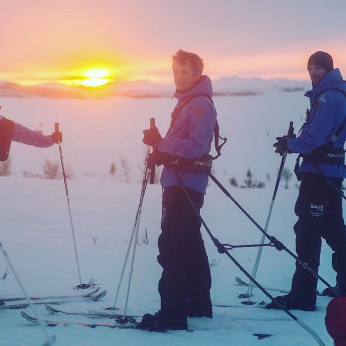 Crown Prince Frederik headed to Norway for a training session with injured war veterans who are traveling 400 kilometers along the east coast of Greenland.