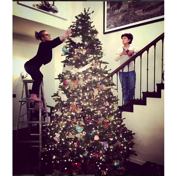 Kelly Osbourne got some festive help from her mom Sharon. 